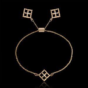 Gold and 3 diamonds bracelet